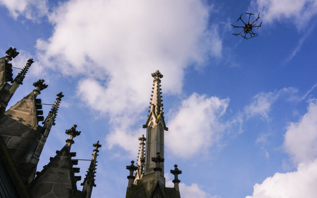 Drohne-Kirchen-Fassade-Kirchturm-Denkmal-Vermessung-UAV-Denkmalschutz-Digitalisierung-Kulturgut-3D-Vermessung-Inspektion-Schadenskarierung-Dokumentation-3D-Modellierung