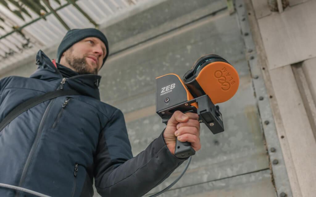 Mobile-Laserscanning-am-Boden-per-Hand-3D-Laserscanning-GeoSLAM-ZEB-HORIZON