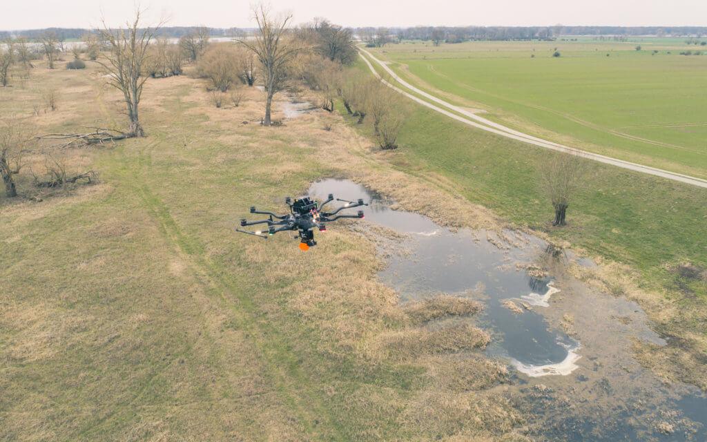 LiDAR-Vermessung-Deich-Elbvorlaender-Elbe-Deichvermessung-per-Drohne-wirtschaftliche-dreidimensionale-Bestandsaufnahme