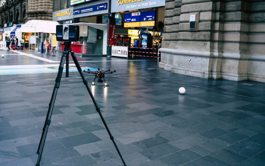 Hauptbahnhof-Frankfurt-FARO-Laserscanner-Photogrammetrie-Drohne-DB-Station-Service-3D-Fassadenaufnahme-per-Drohne-zur-Vermessung-CAD-Modellierung-Deutsche-Bahn
