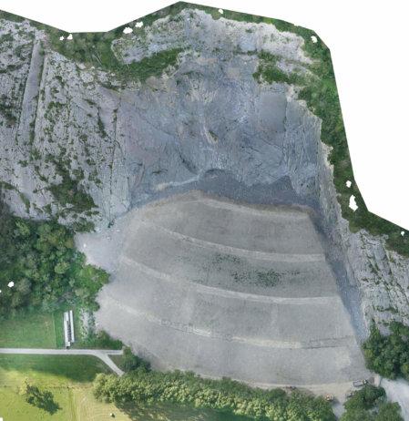 Orthofoto-der-Felsberg-Deponie-Schweiz-in-einem-Steinbruch-Ergebnis-Photogrammetrische-Gelaendeaufnahme-Drohnengestuetzte-Deponie-Vermessung