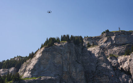 Felswand-Photogrammetrie-Drohne-UAV-Hexacopter-RPAS-Multicopter-LOGXON-PORTER-Drohnenaufnahmen-digitales-Gelaendemodell-Milchseilbahn-Fidaz-Flims-Schweiz