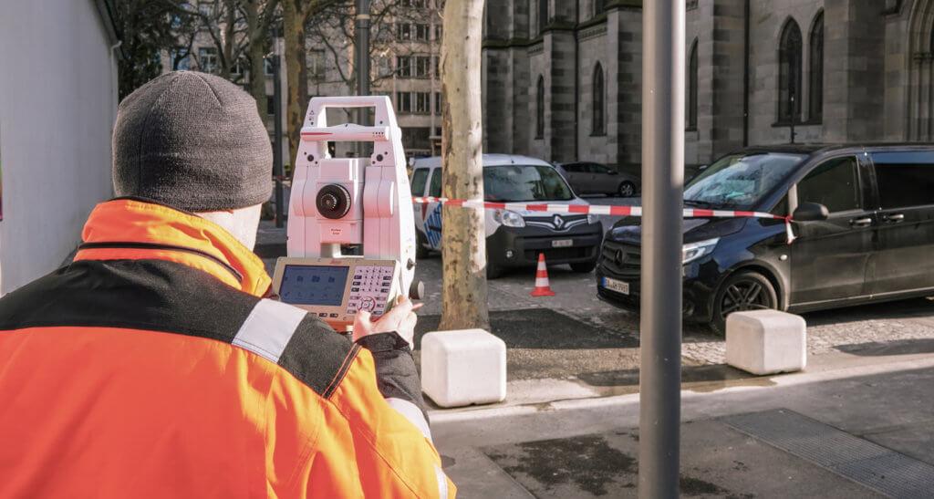 Vermessungstechnische-Aufnahme-Tachymeter-Passpunkte-HMQ-AG-3D-Denkmalvermessung-mittels-Drohne-LOGXON-Gebaeudebaufnahme-Kirche-Basel-Schweiz