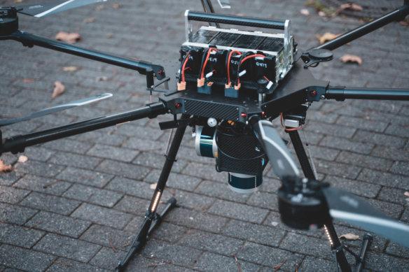 LiDAR-Drohne-UAV-Hexacopter-Multirotor-dotscene-dotcube-3D-Fassadenvermessung-3D-Bestandserfassung-Frankfurt-Hochhaus-Wohnkomplex