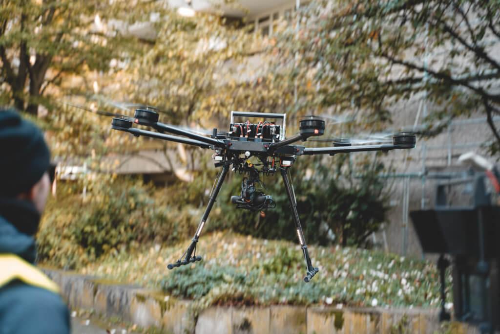 Photogrammetrische-3D-Fassadenvermessung-Frankfurt-Hochhaus-Wohnkomplex-LOGXON-Porter-Drohne-UAV-Multicopter-Hexacopter-