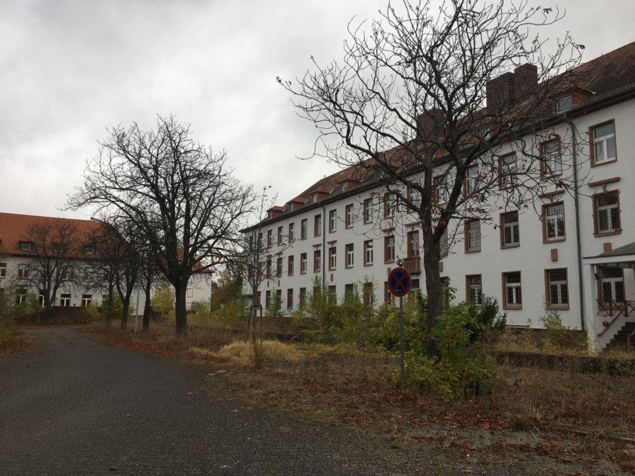 Verlassenes-denkmalgeschützes-Gebaeude-Kaserne-BTS-Drohnenbefliegung-visuelle-Dokumentation-DGM-Erstellung-Cambrai-Fritsch-Kaserne-Darmstadt
