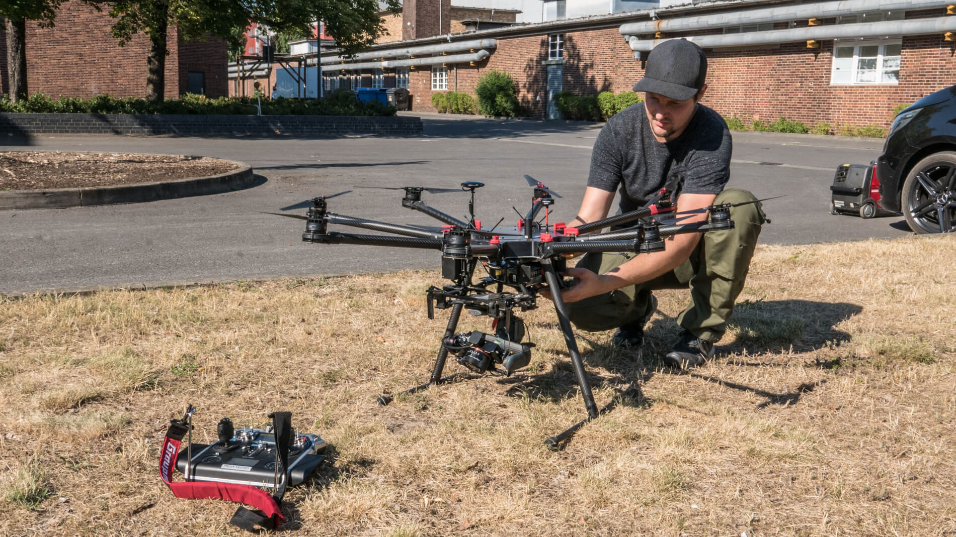 Pilot-Logxon-ready-for-takeoff-drohne-uav-vorbereitung-drone-abflugbereit-propeller-fernsteuerung-graupner-3D-Datenerfassung